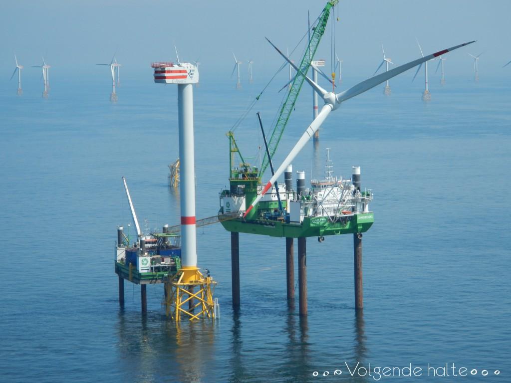 Molinos en alta mar: Goliath alzando el buje y aspas
