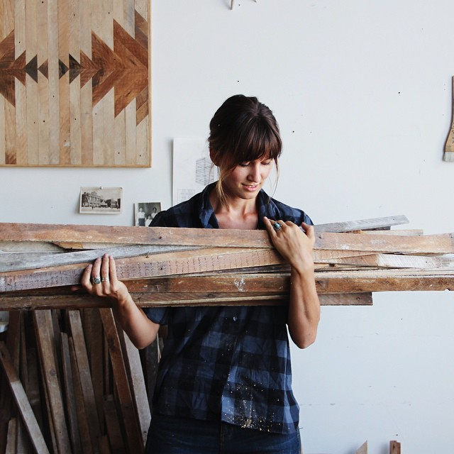 Ariele Alasko, arte en madera
