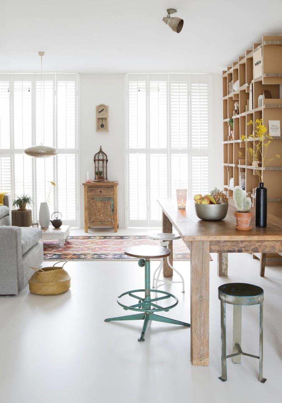 1-witte-woonkamer-met-hout